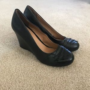Size 7 black wedge shoes